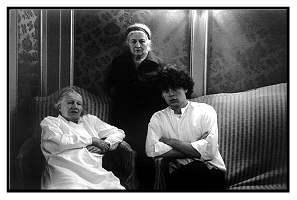 Abb16_Guibert_Hervé Guibert_Selbstporträt mit Suzanne und Louise 1979